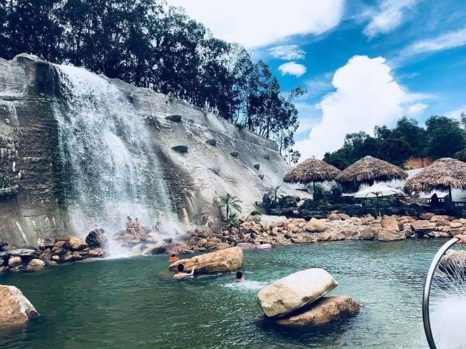 Thác nước tại công viên wedding land Bắc Giang